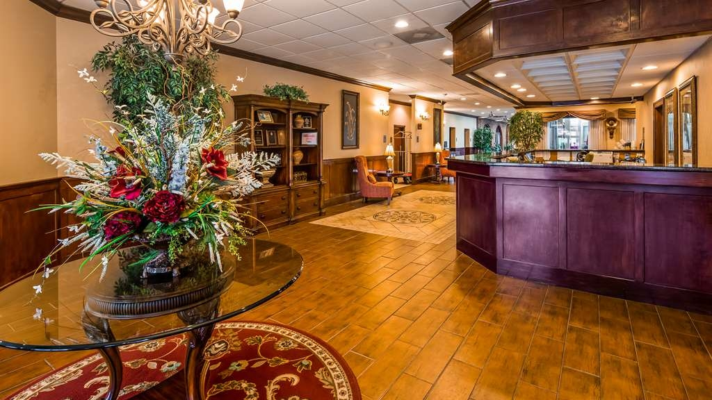 Best Western Plus Burlington - Lobby