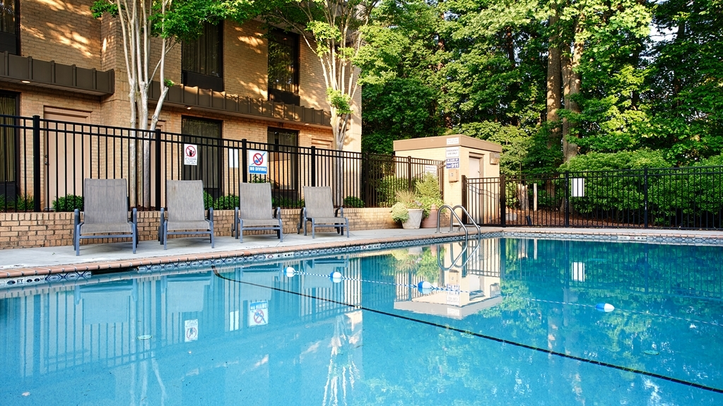 Best Western Plus Cary Inn - NC State - Piscina