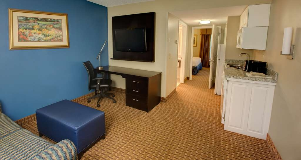 Best Western Plus Cary Inn - NC State - Suite