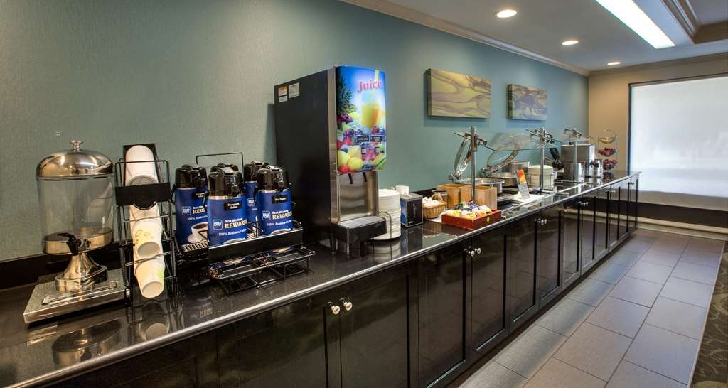 Best Western Plus Cary Inn - NC State - Desayuno Buffet