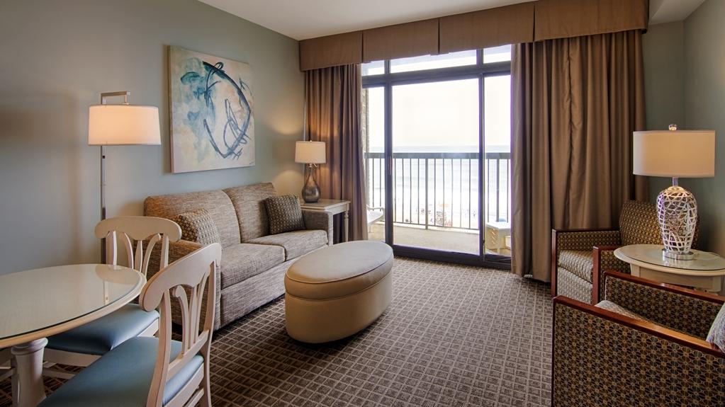 Best Western Ocean Reef Suites - Relax in your spacious living room.