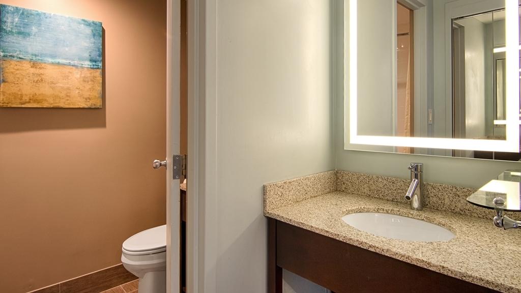 Best Western Ocean Reef Suites - Guest Bathroom