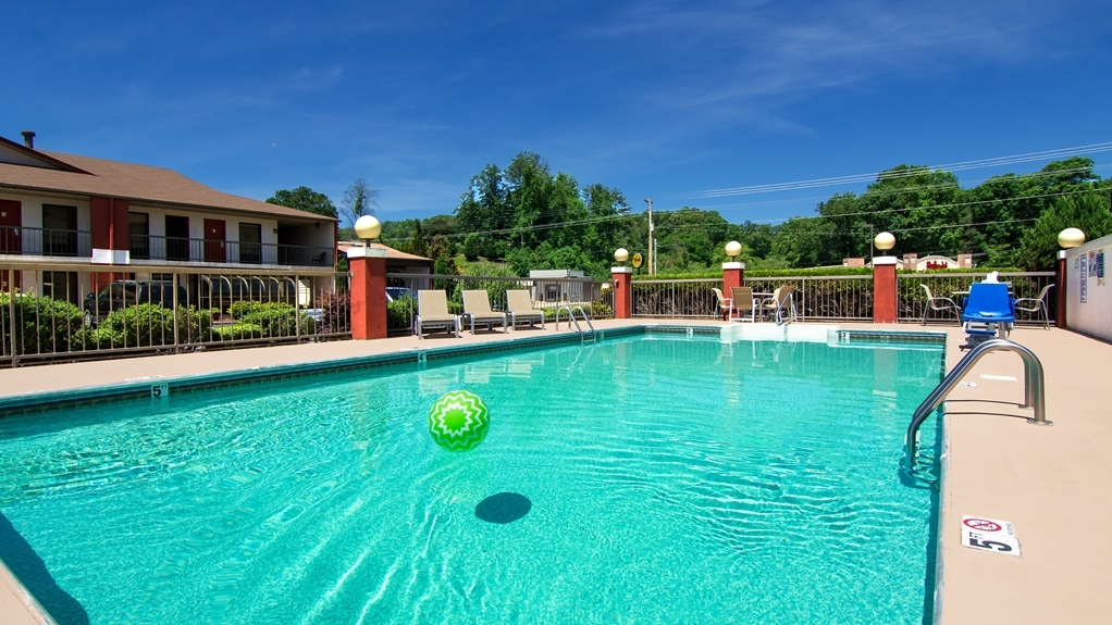 Best Western of Murphy - Cool, refreshing seasonal pool open from Memorial day until Labor Dau.