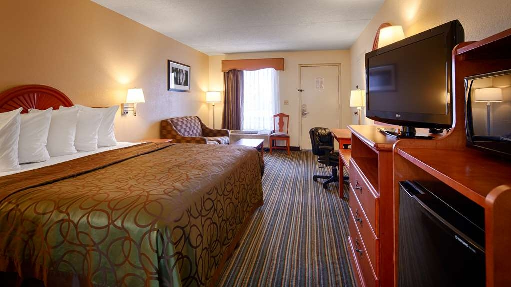 Best Western of Murphy - This is a wheelchair accessible guest room with a pull out sofa bed.