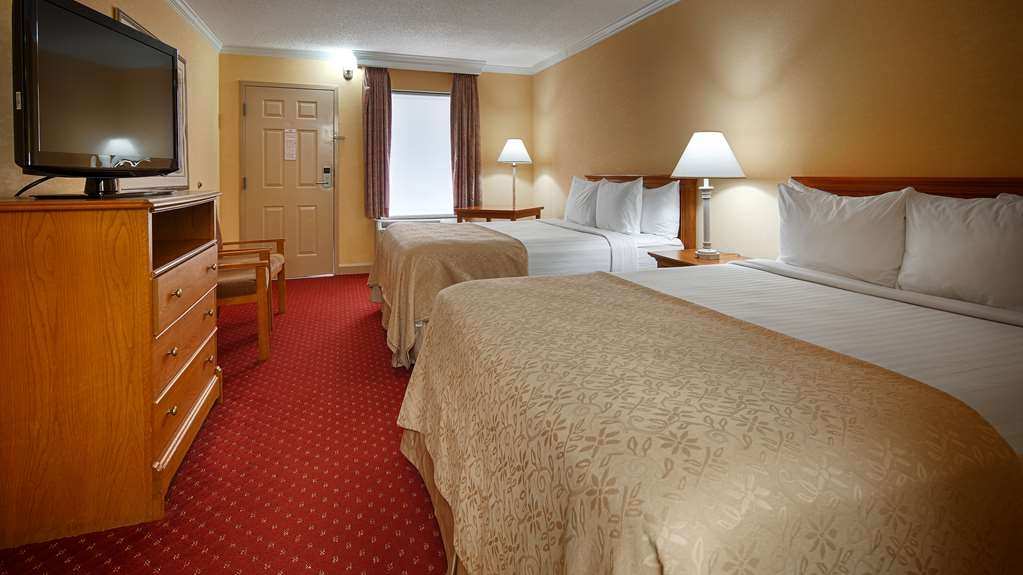 Best Western Bryson Inn - At the end of a long day, relax in our clean, fresh double queen room.