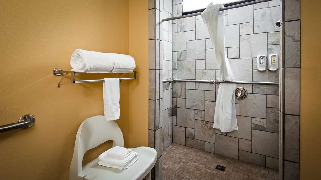Best Western Bryson Inn - Guest Bathroom