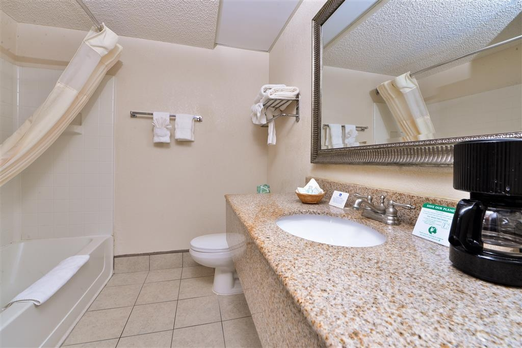 Best Western Statesville Inn - Have a nice start with hot shower in our spacious bathroom with needed amenities.
