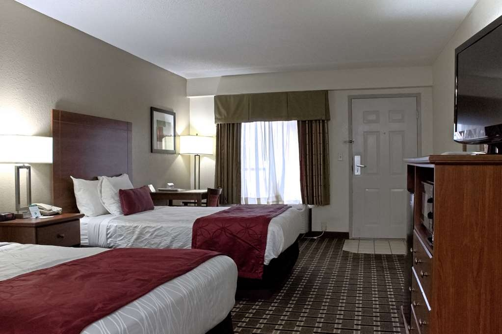 Best Western Statesville Inn - Our rooms with two beds offer enough space to bring the family! Watch your favorite program on 37-inch LCD HDTV.