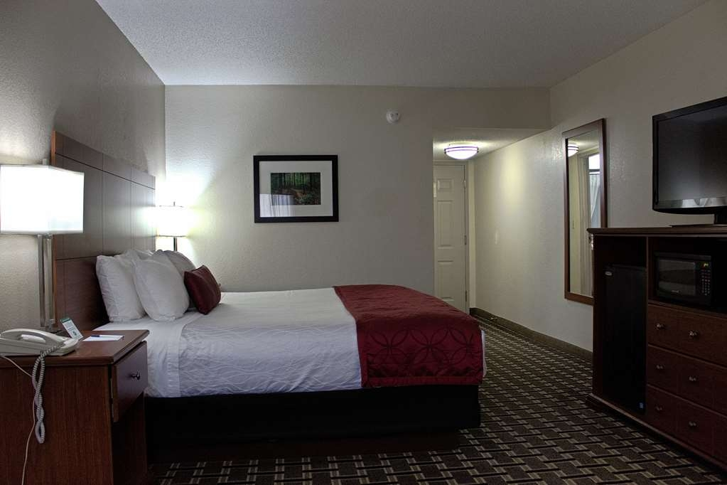 Best Western Statesville Inn - Our spacious room with 37-inch LCD flat screen HDTV, free Wi-Fi, desk with outlet, media cabinet with mini-fridge and microwave.