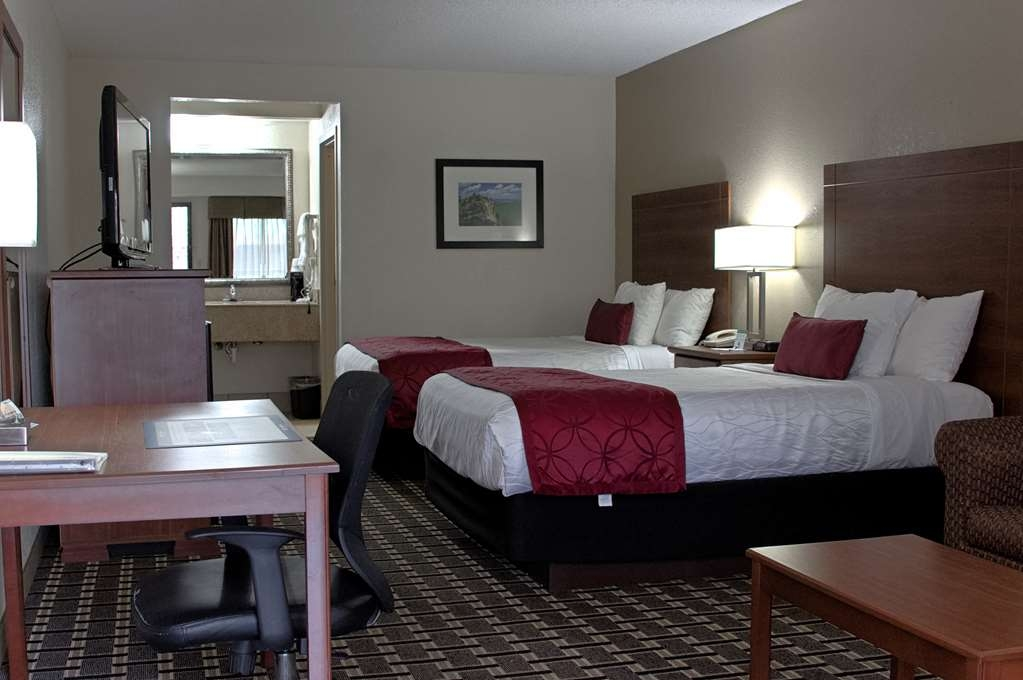 Best Western Statesville Inn - Comfortable bedroom with two double beds, continental breakfast, a sofabed, 42-inch LCD TV, high-speed Internet access, microwave and refrigerator.