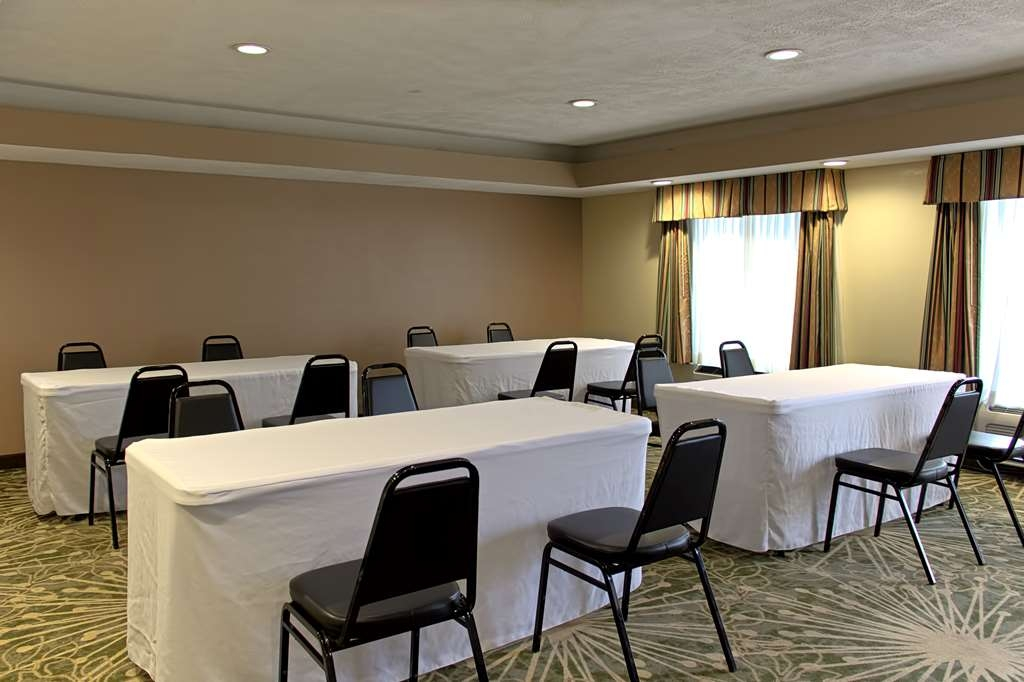 Best Western Statesville Inn - Perfect for an intimate conference, our Meeting Room features complimentary high-speed Internet, plenty of seating, and a coffee bar.