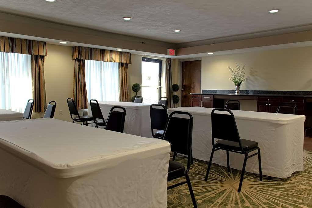 Best Western Statesville Inn - The lovely, multi-use room is perfect for small corporate events, parties or receptions.