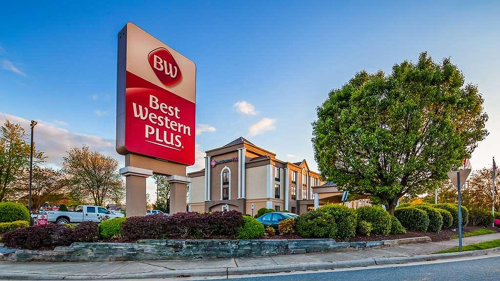 Best Western Plus Greensboro/Coliseum Area - Façade