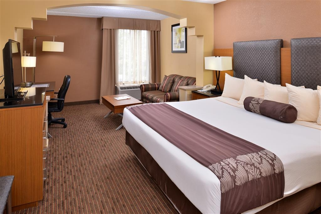 Best Western Plus Greensboro/Coliseum Area - King Bed Suite