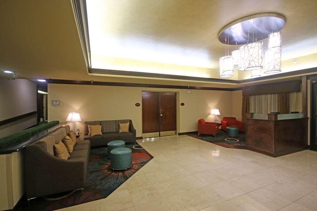 Best Western Plus Greensboro/Coliseum Area - Vestíbulo del hotel