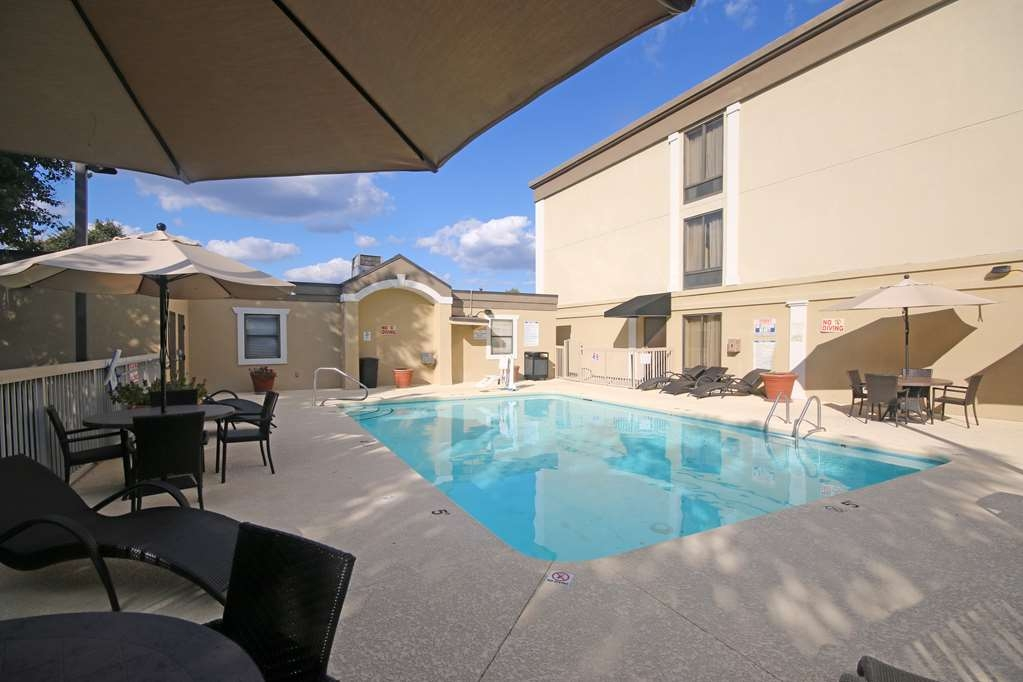 Best Western Plus Greensboro/Coliseum Area - Outdoor Swimming Pool
