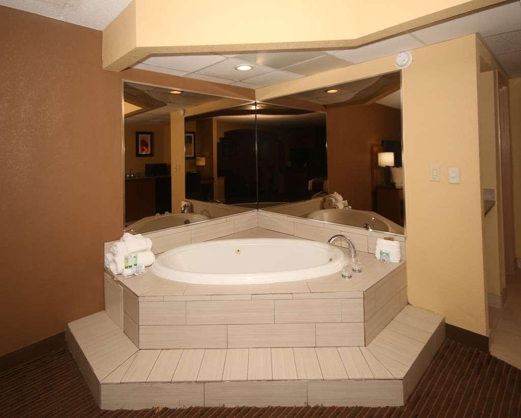 Best Western Plus Greensboro/Coliseum Area - suite -característica