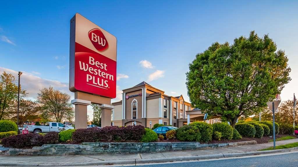 Best Western Plus Greensboro/Coliseum Area - Facciata dell'albergo