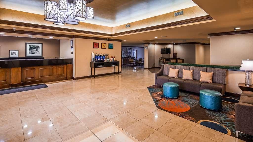Best Western Plus Greensboro/Coliseum Area - Vista del vestíbulo