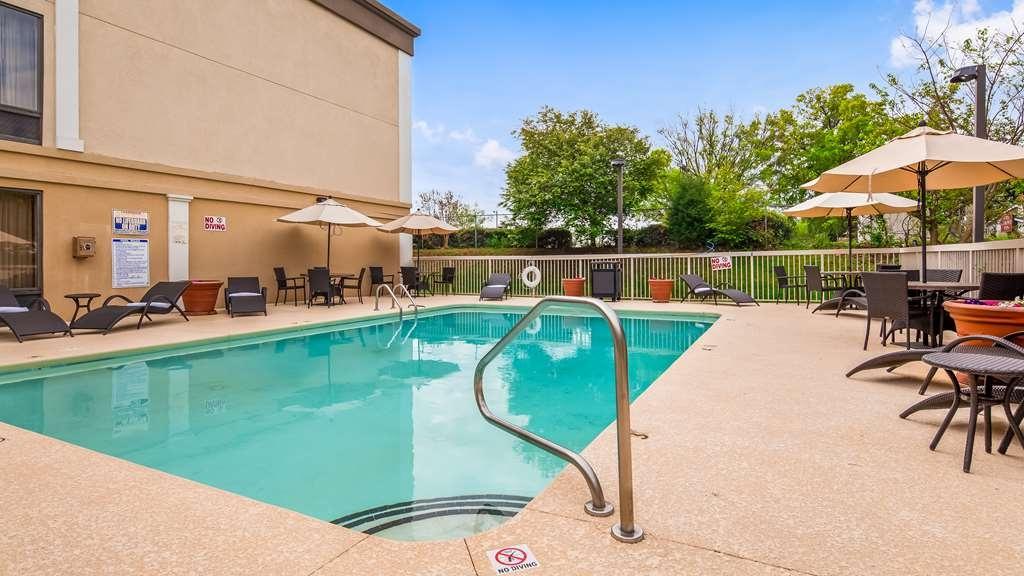 Best Western Plus Greensboro/Coliseum Area - Outdoor Pool