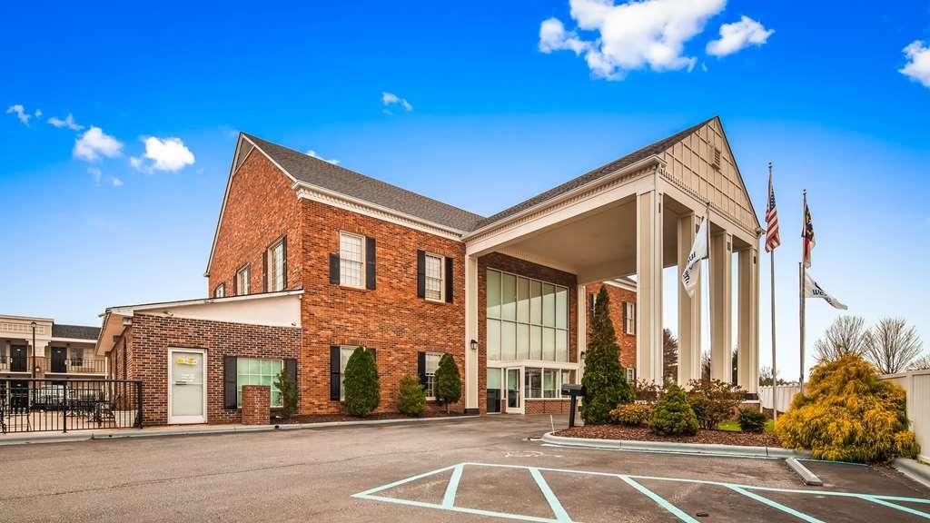 Best Western Hendersonville Inn - Vista Exterior