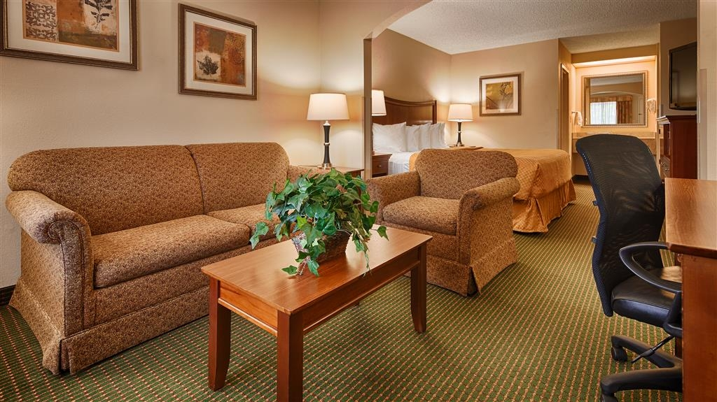 Best Western Inn & Suites - Monroe - Guest Room