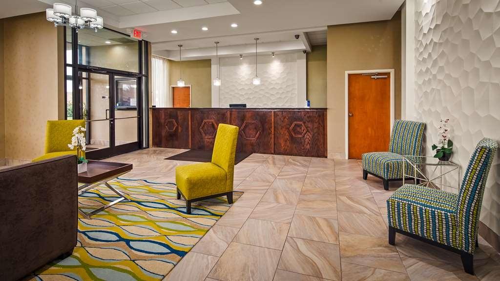 Best Western Inn & Suites - Monroe - Vista del vestíbulo