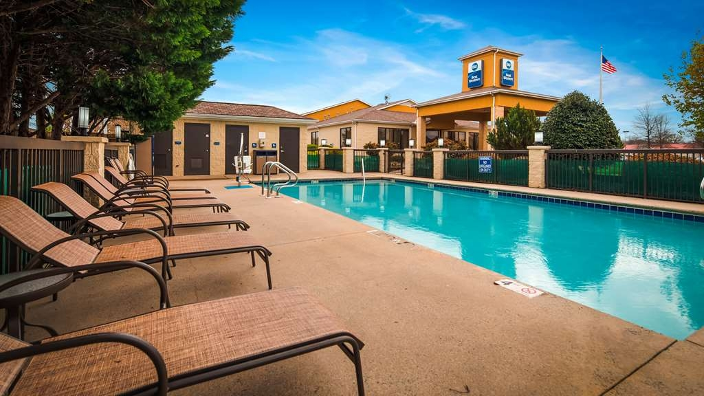 Best Western Inn & Suites - Monroe - Outdoor Pool