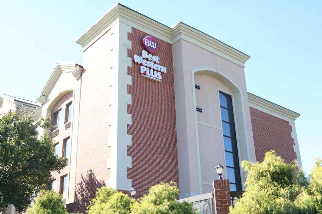 Best Western Plus Greensboro Airport Hotel - Façade