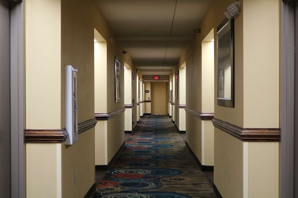 Best Western Plus Greensboro Airport Hotel - baiscs