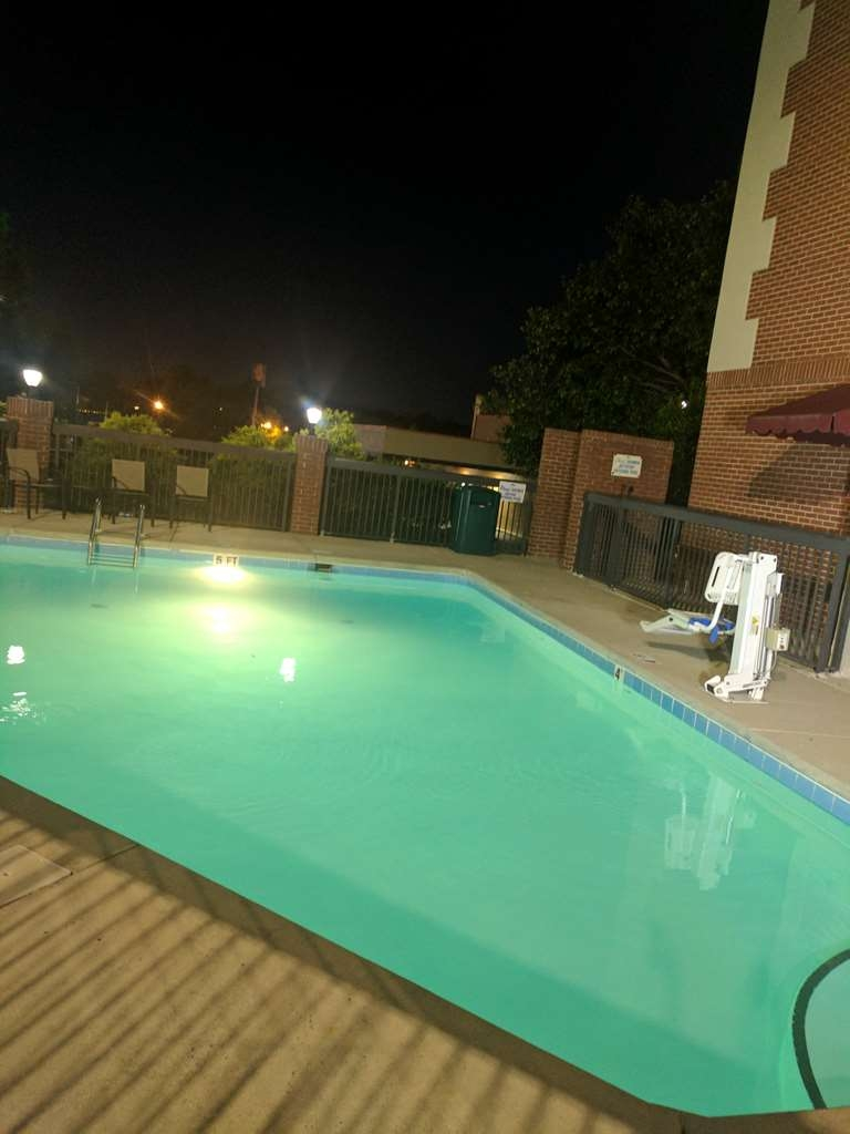 Best Western Plus Greensboro Airport Hotel - Vue de la piscine