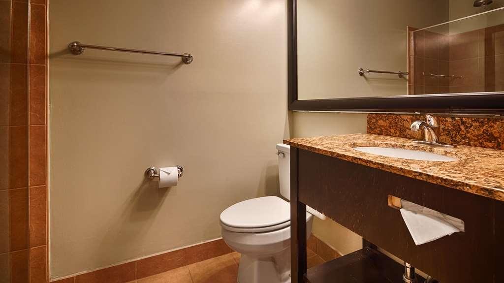 Best Western Plus Coastline Inn - Bathroom