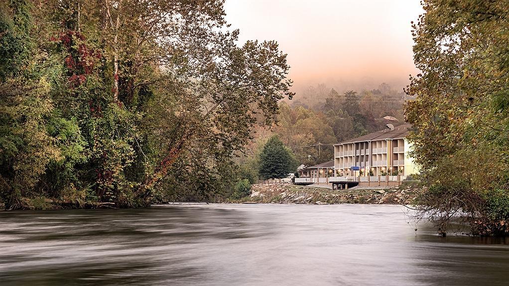 Best Western Plus River Escape Inn & Suites - Vue extérieure
