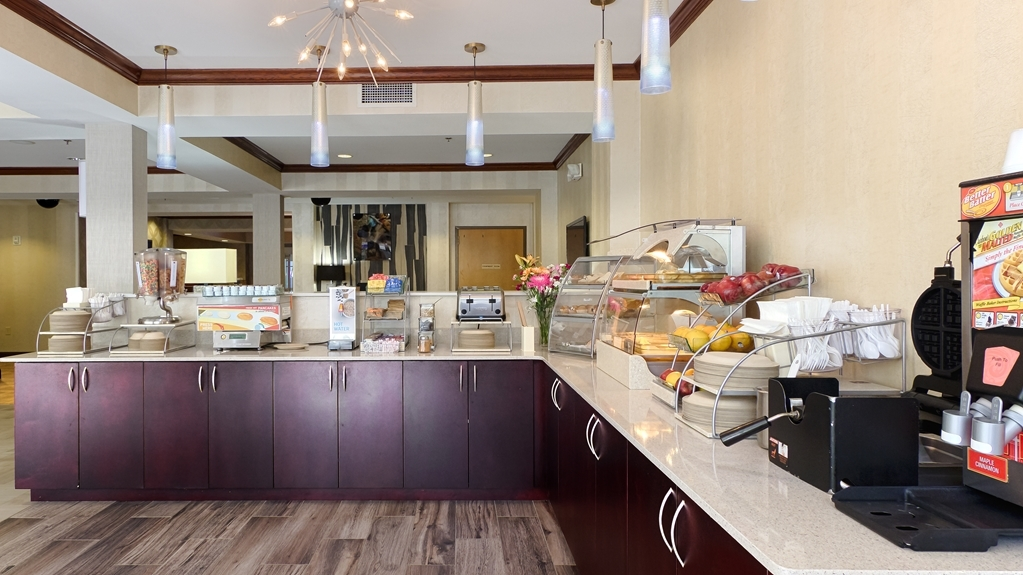 Best Western Plus River Escape Inn & Suites - Desayuno Buffet