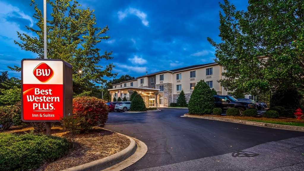 Best Western Plus River Escape Inn & Suites - Hotel in Dillsboro, NC