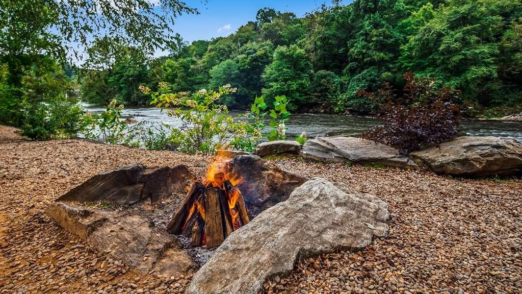 Hotel in Dillsboro | Best Western Plus River Escape Inn & Suites