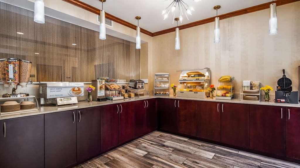 Best Western Plus River Escape Inn & Suites - Breakfast Area