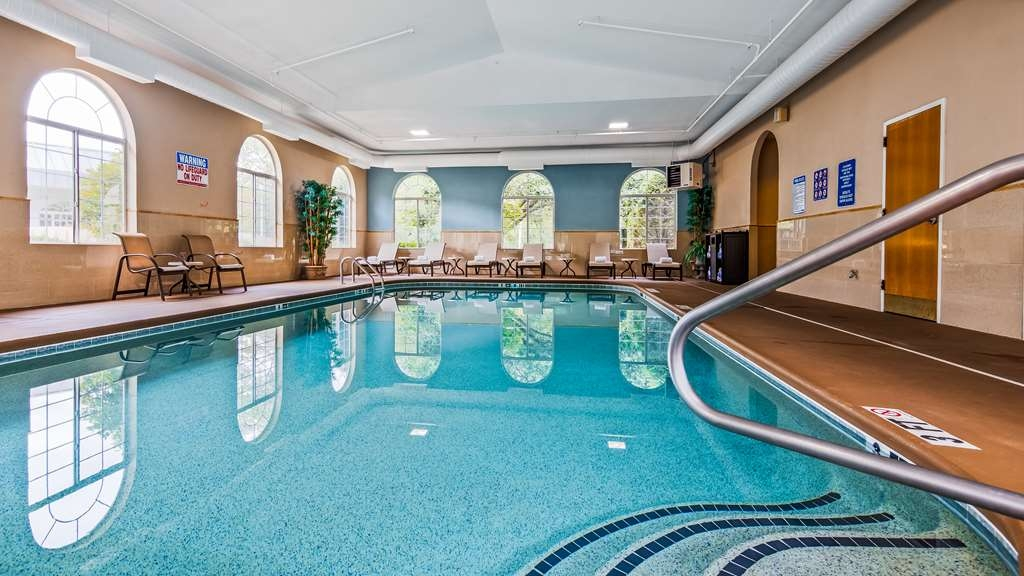 Best Western Plus River Escape Inn & Suites - Indoor Pool to relax at hotel near Great Smoky Mountains Railroad in Bryson City