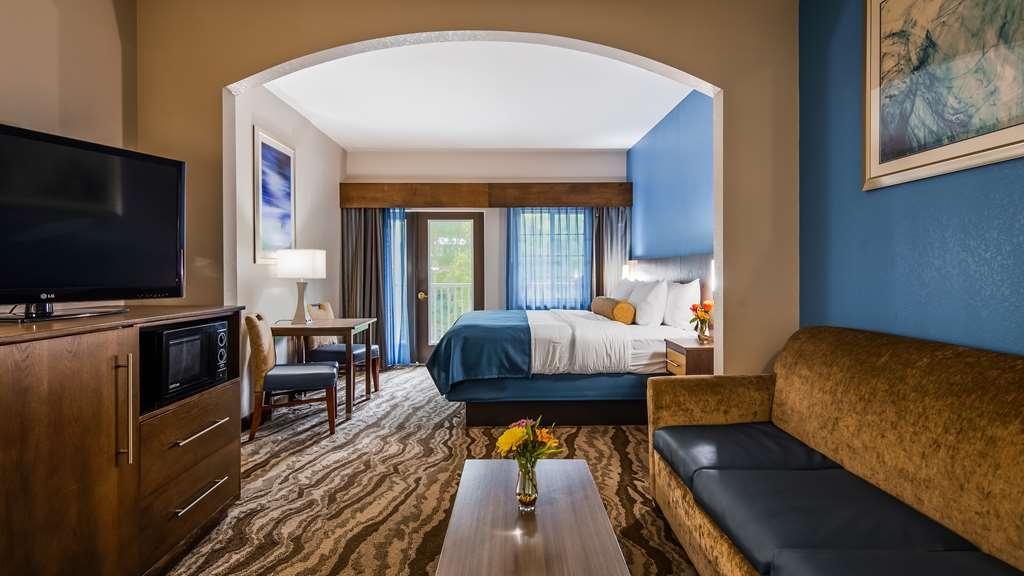 Best Western Plus River Escape Inn & Suites - King Suite