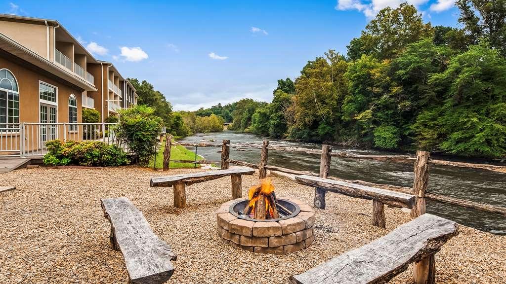 Best Western Plus River Escape Inn & Suites - Riverwalk and Fire Pit