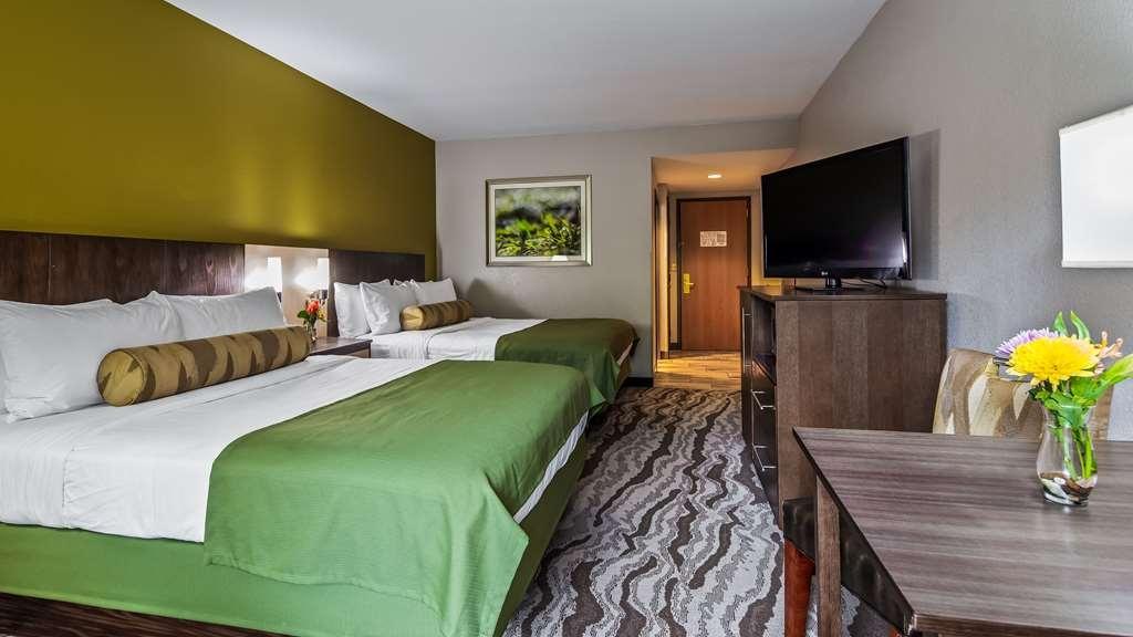 Best Western Plus River Escape Inn & Suites - Two Queen Room