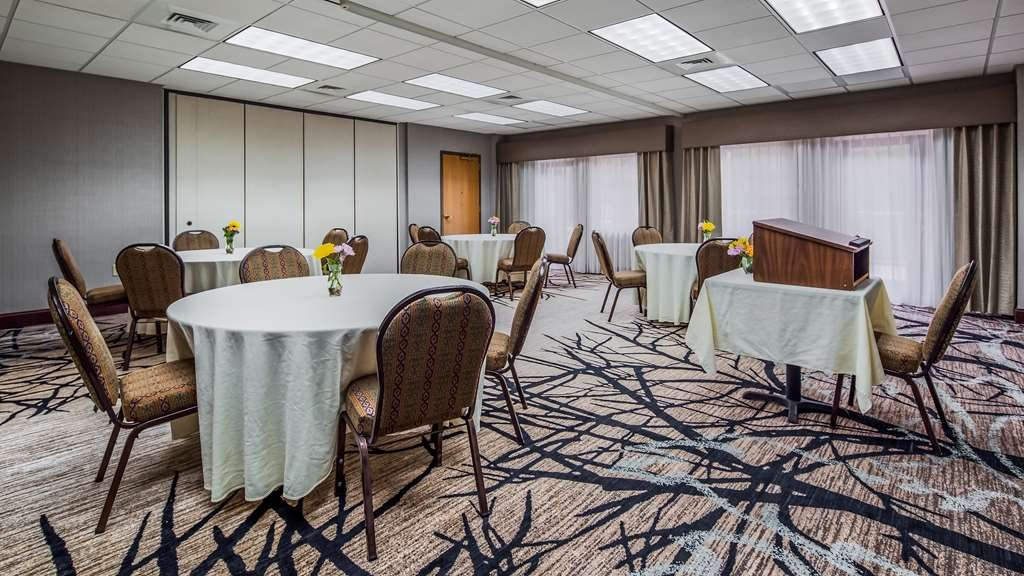 Best Western Plus River Escape Inn & Suites - Meeting Room