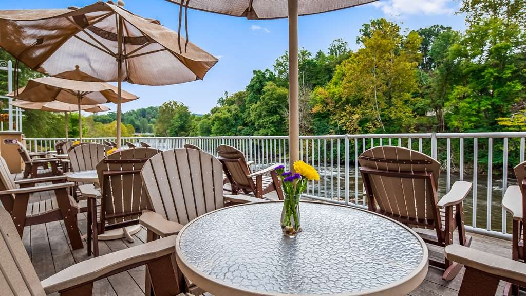 Best Western Plus River Escape Inn & Suites - Patio overlooking the WNC Fly Fishing Trail