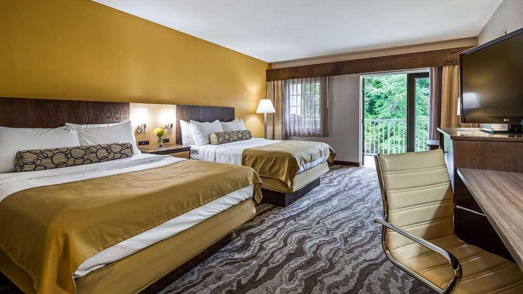 Best Western Plus River Escape Inn & Suites - Two Queen Room - Hotel near Cherokee, NC
