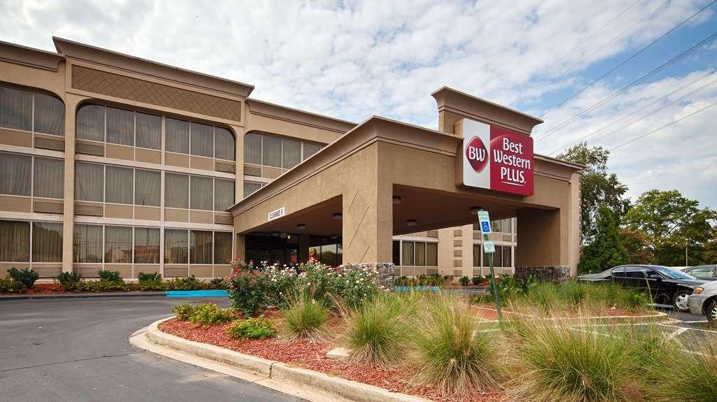 Best Western Sterling Hotel & Suites - Außenansicht