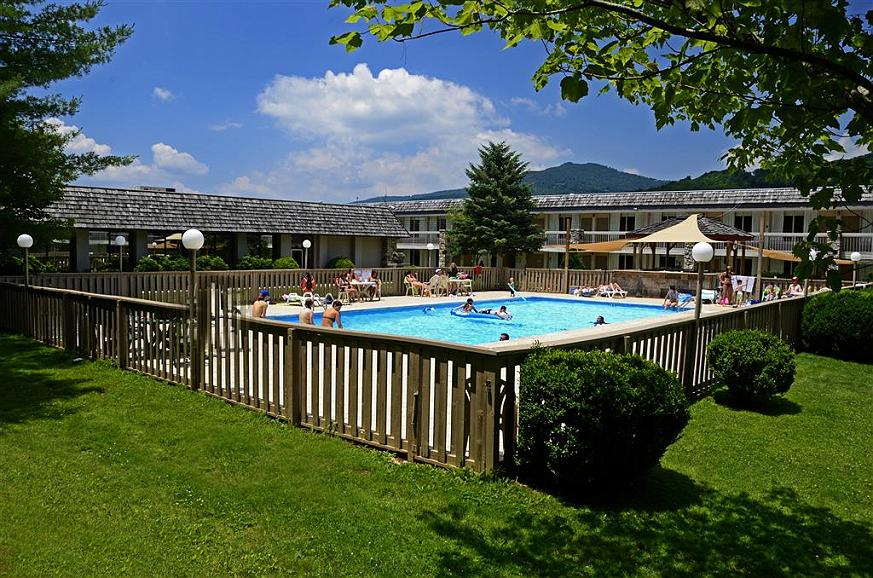 Best Western Mountain Lodge at Banner Elk - Swimmingpool