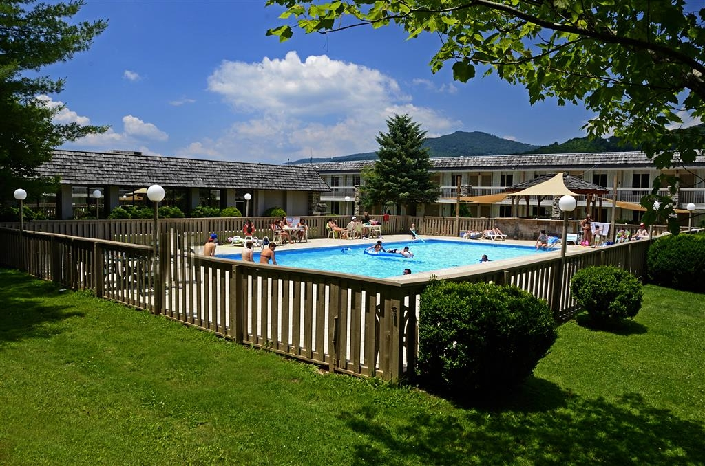 Best Western Mountain Lodge at Banner Elk - Piscina