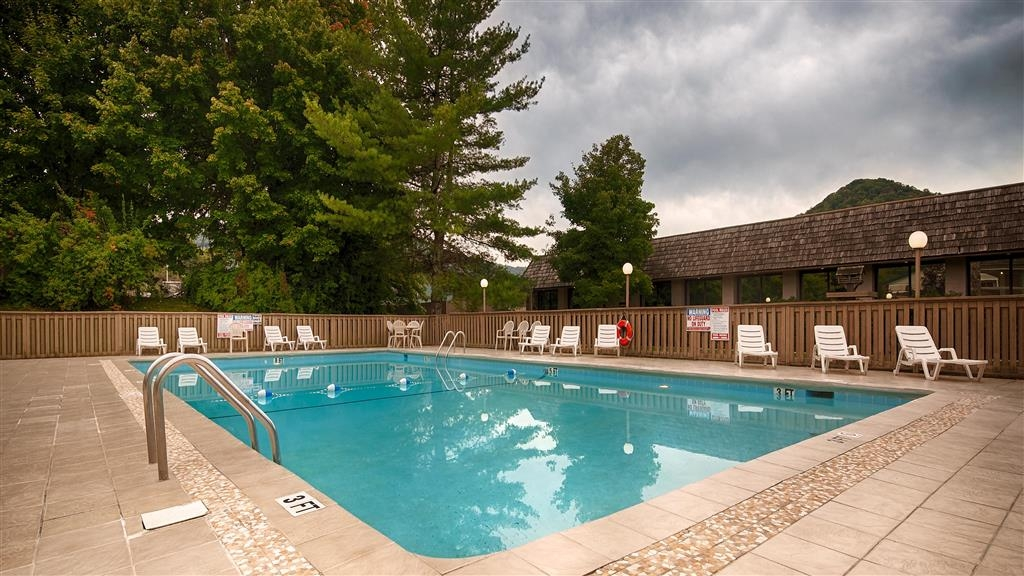 Best Western Mountain Lodge at Banner Elk - Vista de la piscina