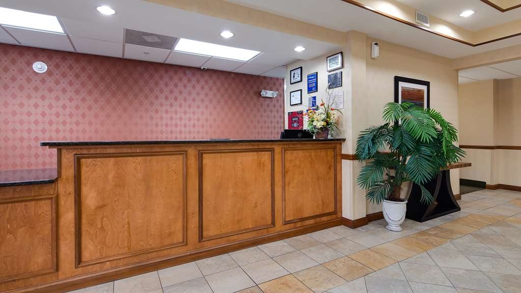 Best Western Smithfield Inn - Registration Desk