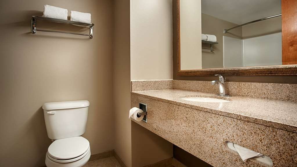 Best Western Smithfield Inn - Guest Bathroom